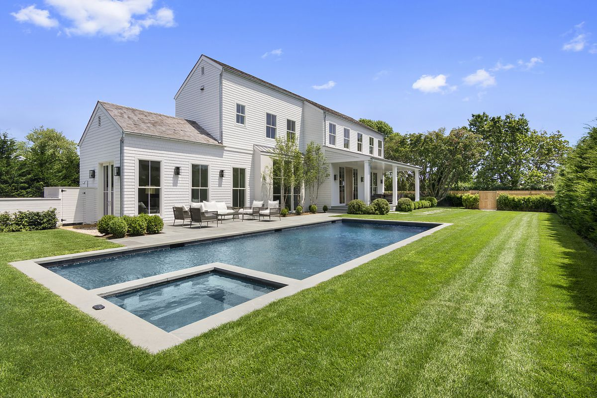 Sony s president and chief marketing officer sells his for Pool design hamptons