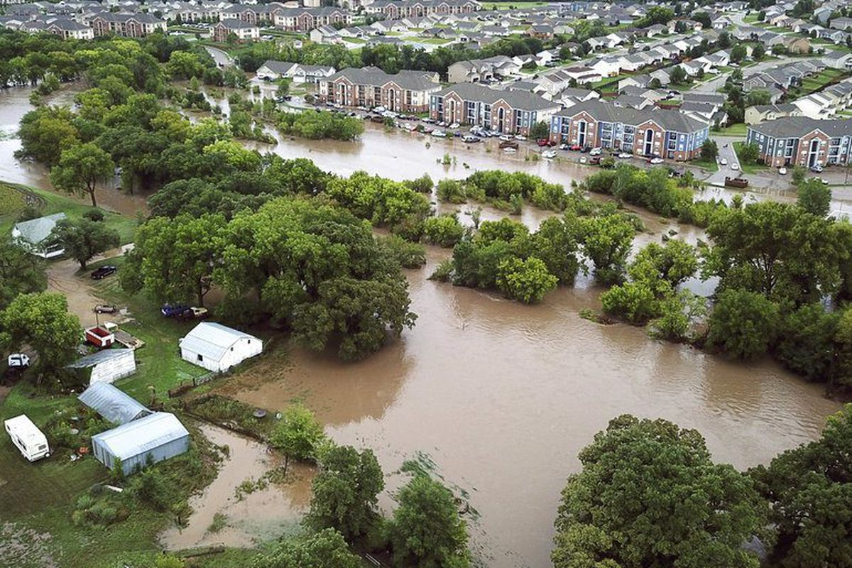 Over 300 People Evacuated From Flooded Kansas College Town Chicago