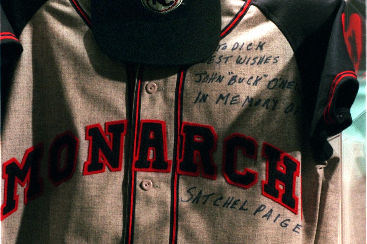AA.NEGRO.JERSEY.GWK.1/29/97 –– JERSEY AND A HAT, A PART OF DISPLAY AT THE NEGRO LEAGUE BASEBALL EXHI