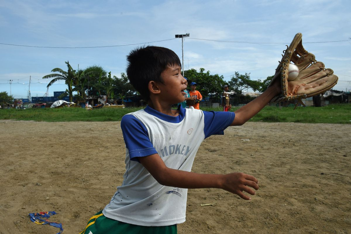 PHILIPPINES-BASEBALL-POVERTY-TRASH