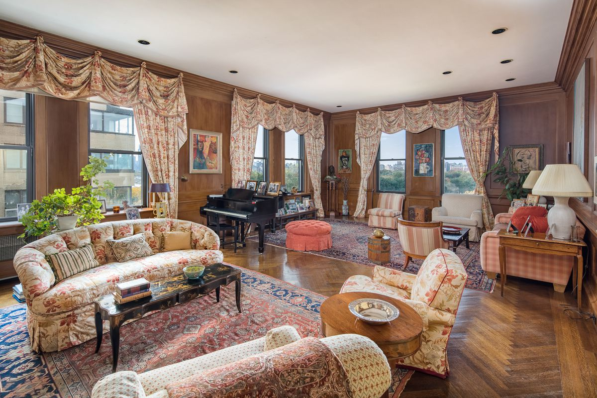 Living room at 1060 5th Avenue