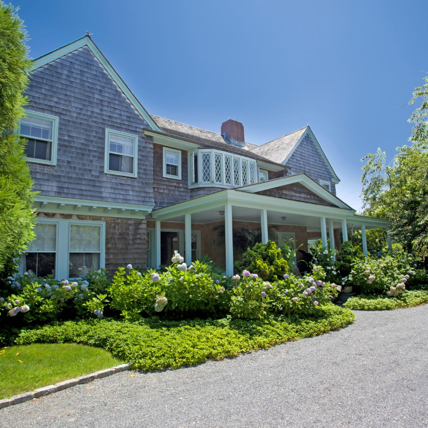 Famed Grey Gardens Estate In East Hampton Closes For 15 5m