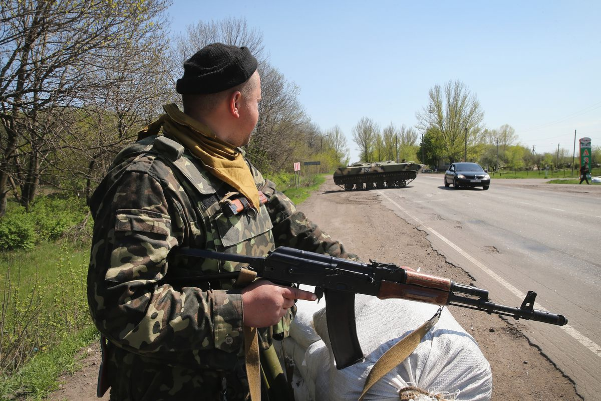 Ukrainian troops guard a checkpoint near Slavyansk