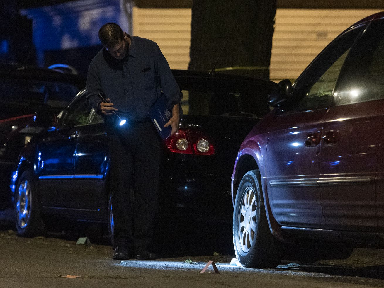 Chicago police investigate the scene where a person was shot and killed in the 3600 block of West Argyle St. in the Albany Park neighborhood, Monday, Sept. 14, 2020. | Tyler LaRiviere/Sun-Times