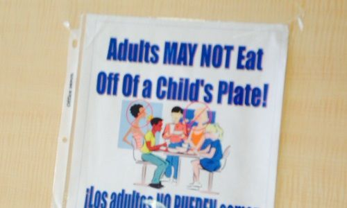 A sign taped to the lunch table at a summer meal site.