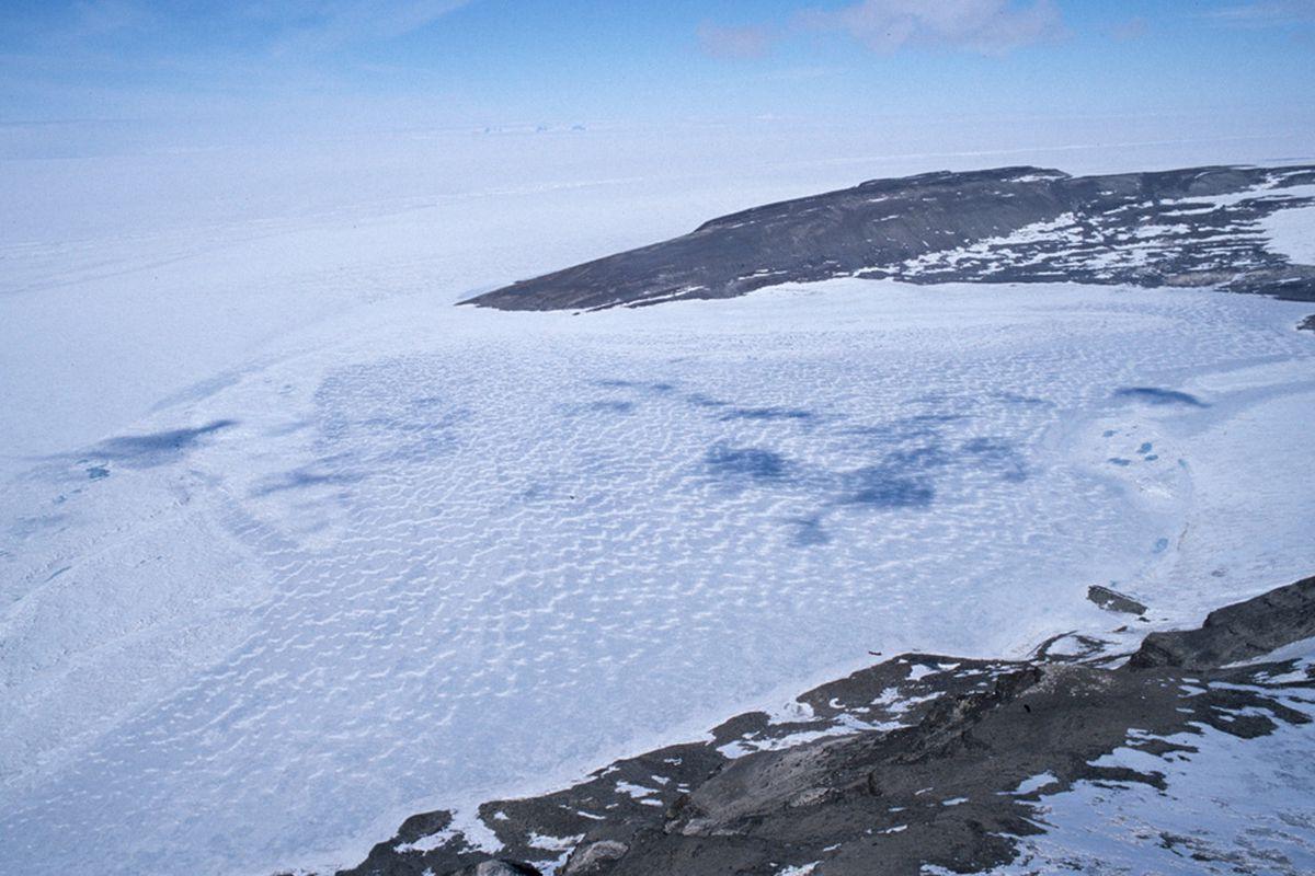 "via <a href=""http://www.antarctica.ac.uk/images/press/2308/the-lake.jpg"">www.antarctica.ac.uk</a>"