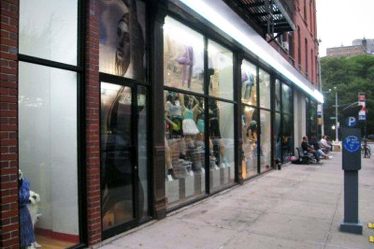 """Image via <a href=""""http://www.boweryboogie.com/2010/08/american-apparel-on-east-houston-removes-benches.html?utm_source=feedburner&amp;utm_medium=feed&amp;utm_campaign=Feed%3A+BoweryBoogieALowerEastSideChronicle+%28Bowery+Boogie+%7C+A+Lower+East+Sid"""