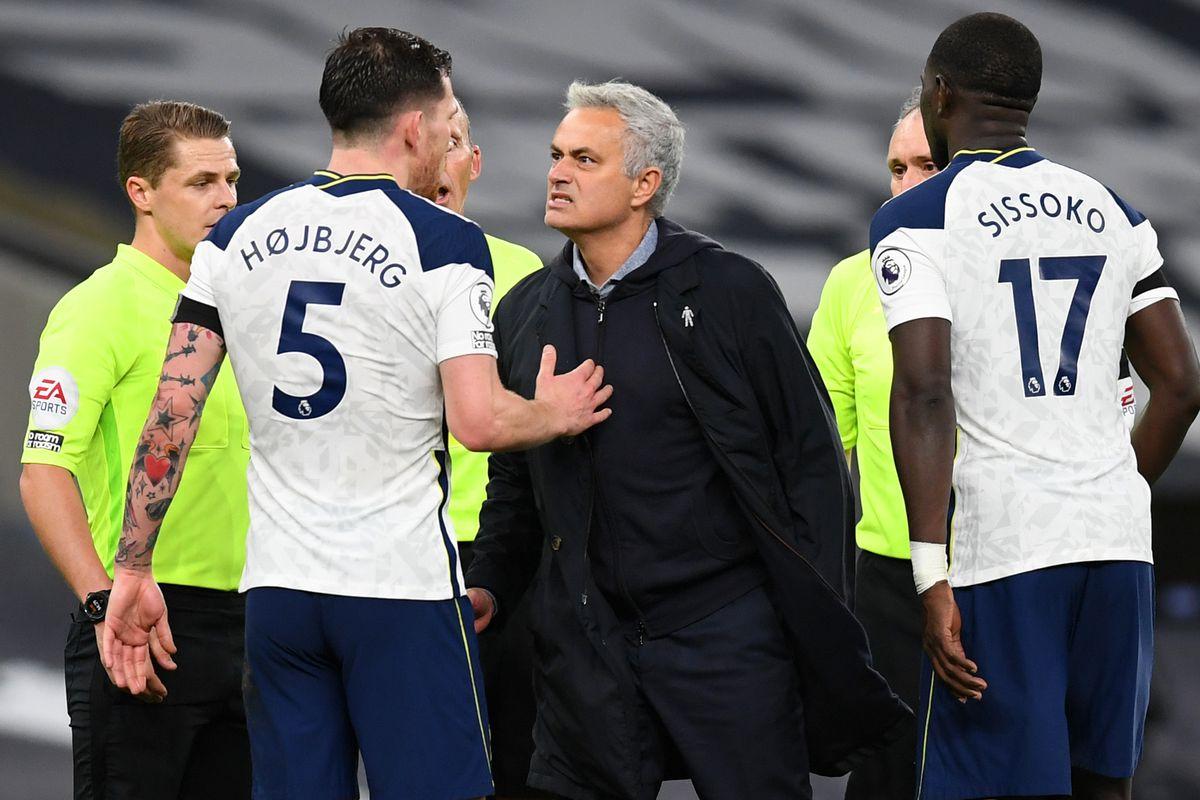 Jose Mourinho speaks with Pierre-Emile Hojbjerg - Tottenham Hotspur - Premier League