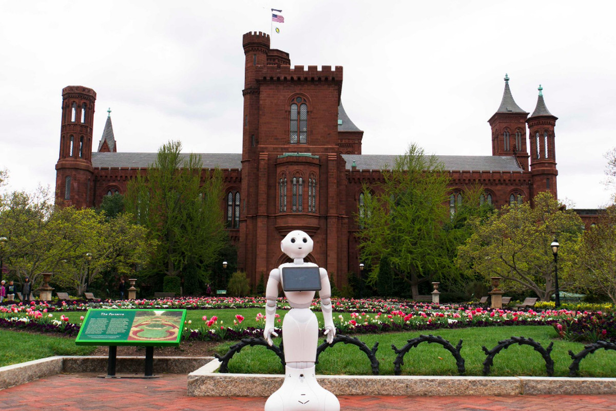 Pepper the Robot is working at the Smithsonian for free