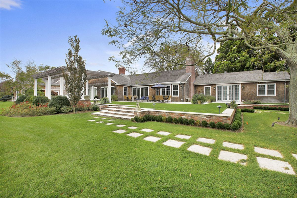 East Hampton home once part of the Maidstone Club cuts $3 55