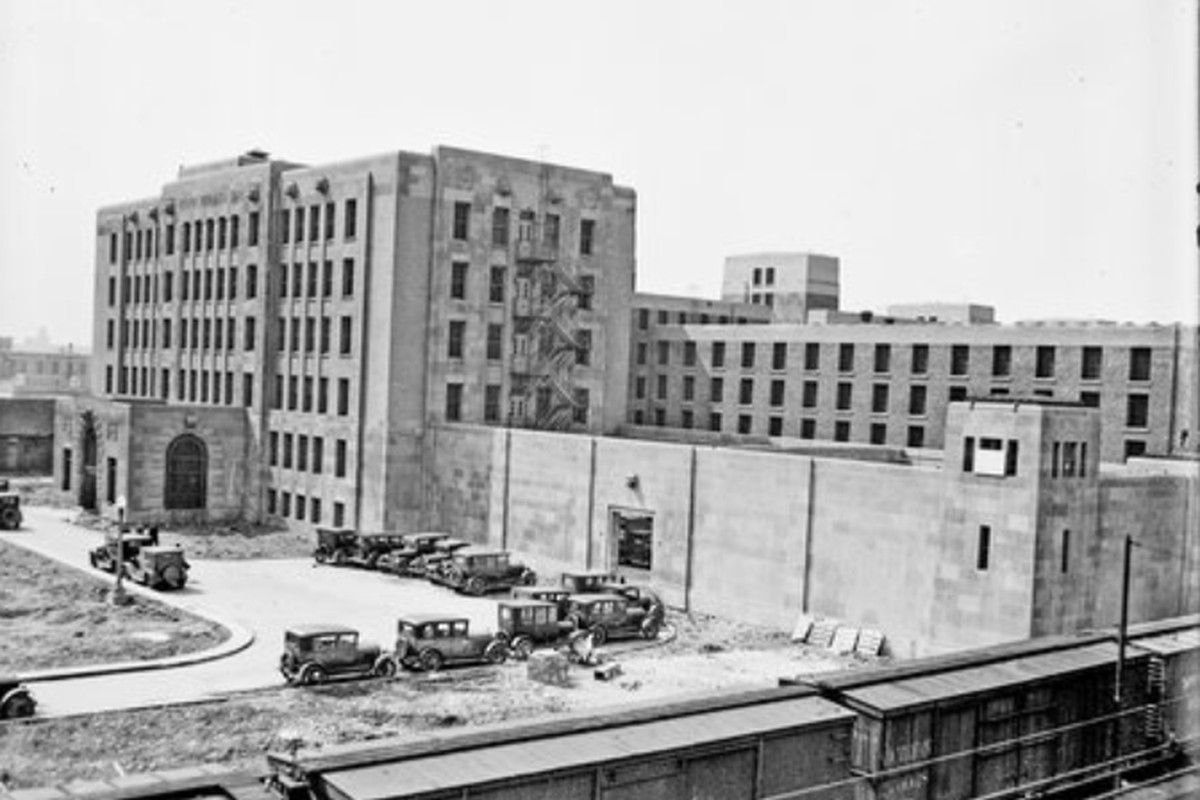 The exterior of the Cook County Jail in 1929.