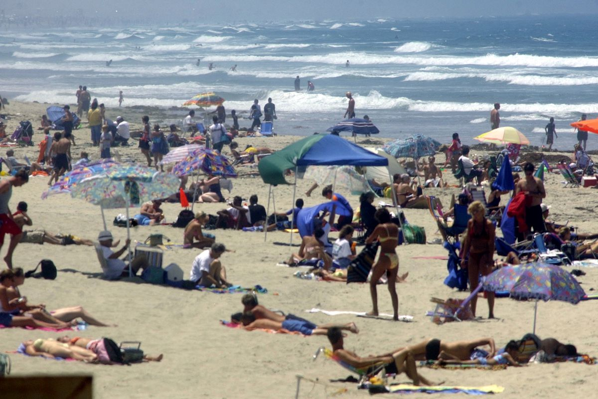 Thousands Head To The Beaches For 4th Of July Weekend
