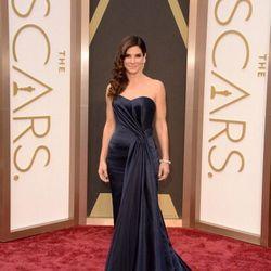 Sandra Bullock in a velvet navy blue look by Alexander McQueen.