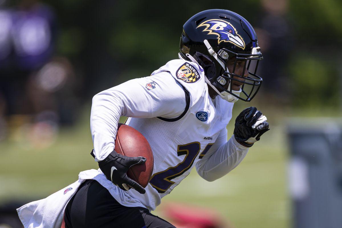 Baltimore Ravens running back J.K. Dobbins (27) carries the ball during an OTA at Under Armour Performance Center.