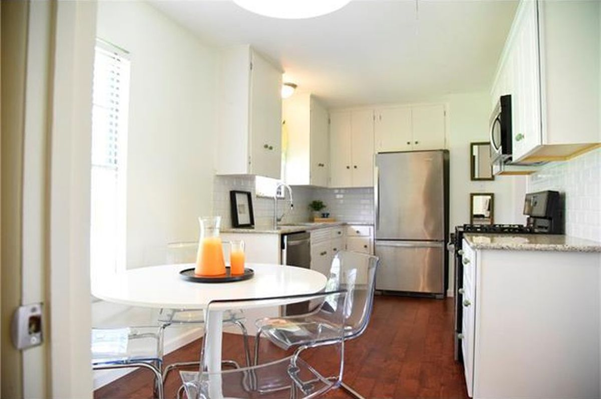 Snag a cute midcentury ranch house for less than $300K - Curbed Austin