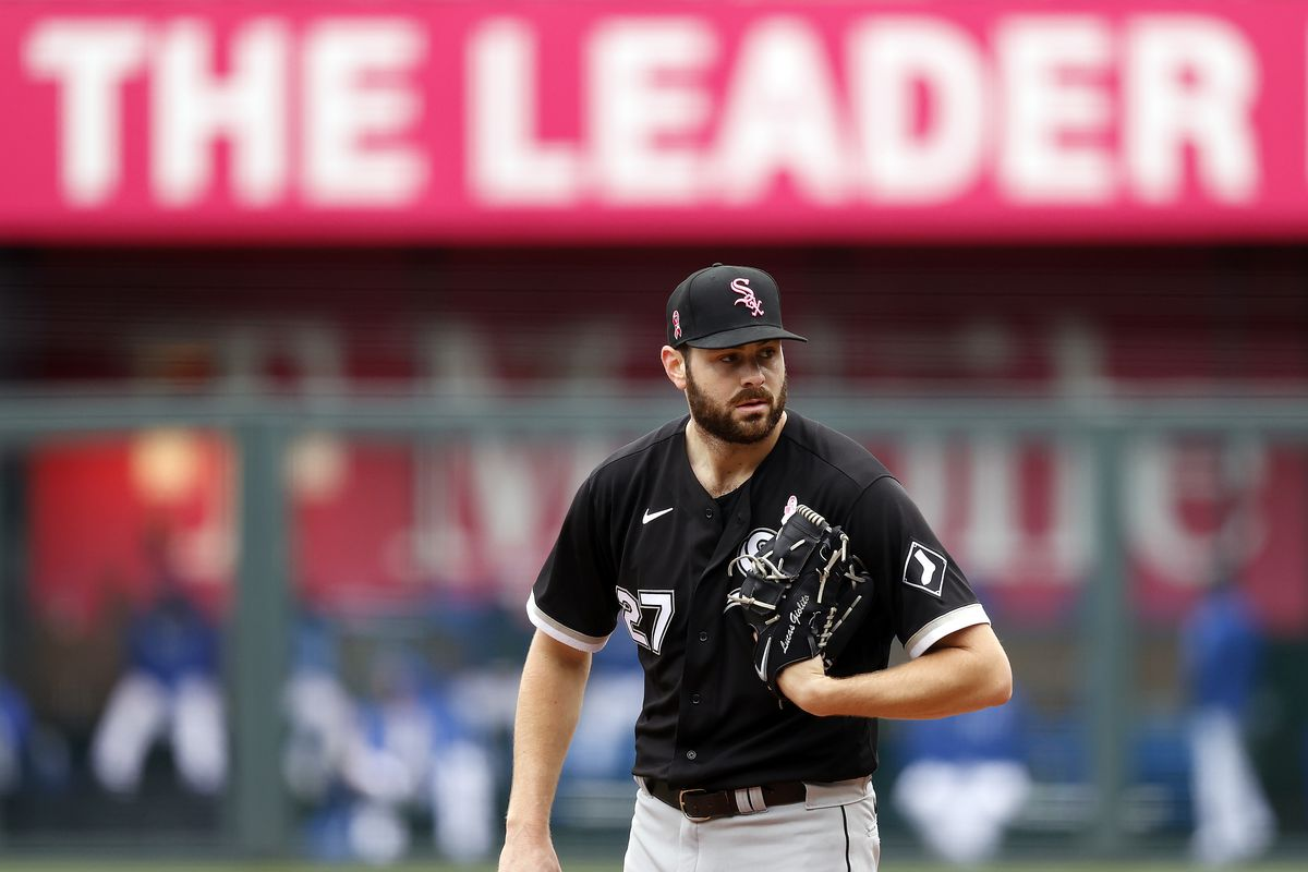 Starting pitcher Lucas Giolito #27 of the Chicago White Sox pitches during the 1st inning of the game against the Kansas City Royals at Kauffman Stadium on May 09, 2021 in Kansas City, Missouri.