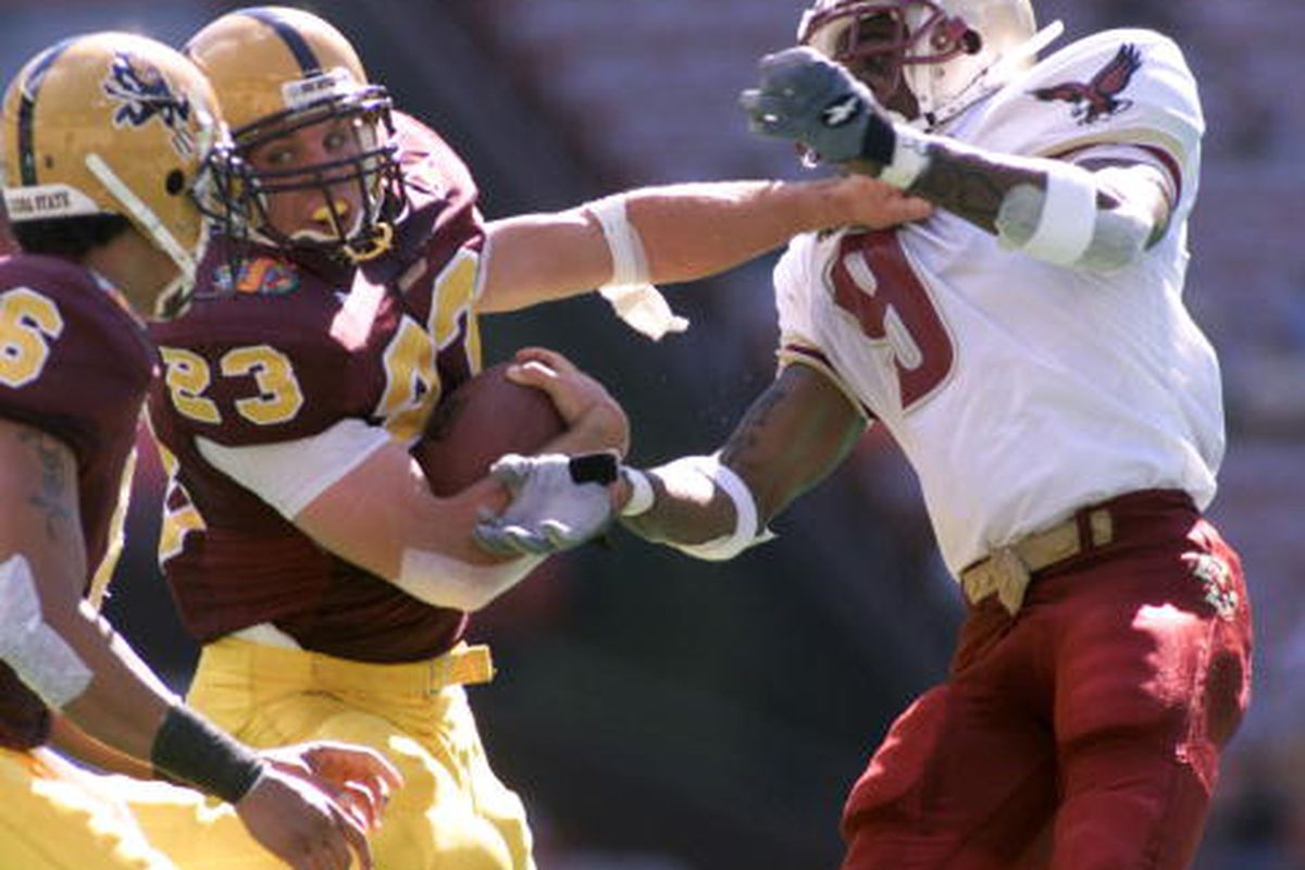 Tom Pace shows Boston College why he's wicked awesome (Photo: Jed Jacobsohn/ALLSPORT)