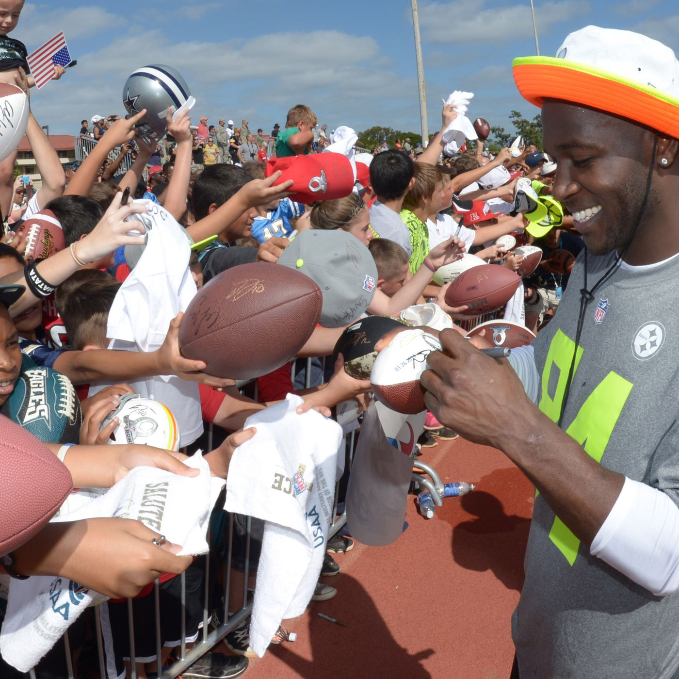 afc2d3ab0b6 Steelers Antonio Brown holds true to his word for fans  autographs - Behind  the Steel Curtain