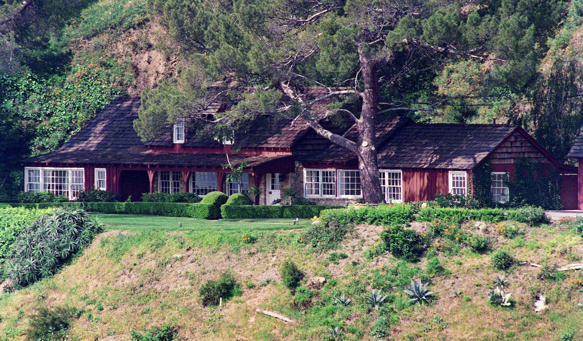 A HISTORY OF THE SHARON TATE MURDER HOUSE ON CIELO DRIVE