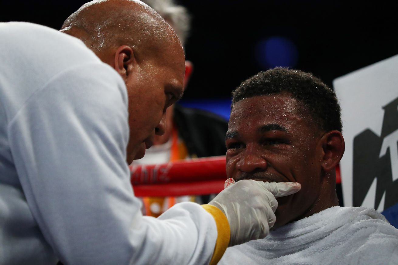 655017644.jpg.0 - Jacobs' trainer not letting his fighter worry about judges ahead of Canelo fight