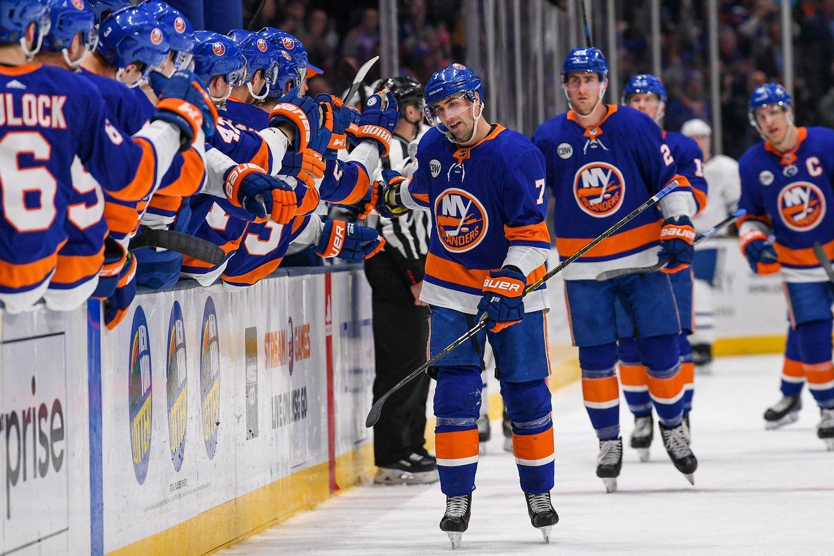 NHL: Toronto Maple Leafs at New York Islanders