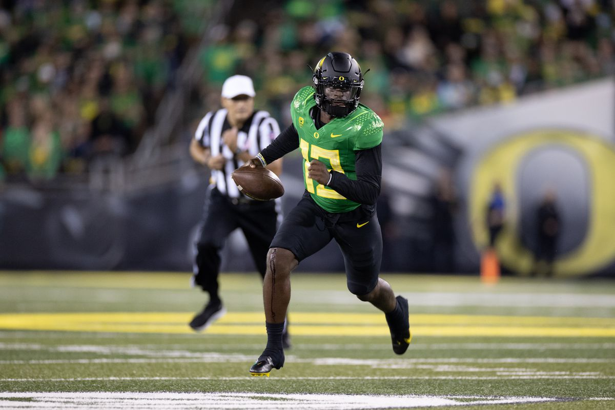 Anthony Brown #13 of the Oregon Ducks runs with the ball against the Arizona Wildcats at Autzen Stadium on September 25, 2021 in Eugene, Oregon.