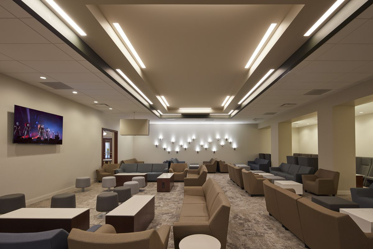 A Look At Amtrak S New Metropolitan Lounge At Union