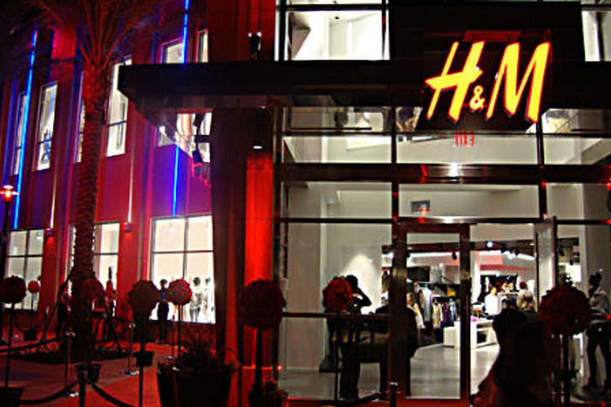 "H&amp;M in Orlando via <a href=""http://sanford365.com/hm-vip-opening-party-at-florida-mall-orlando-fl/%22"">Sanford365</a>"