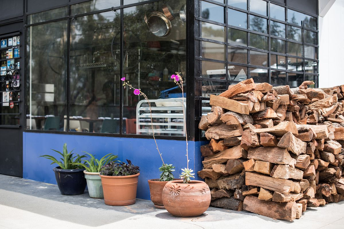 Salazar Grills Mexican Meats to Perfection Along the LA River