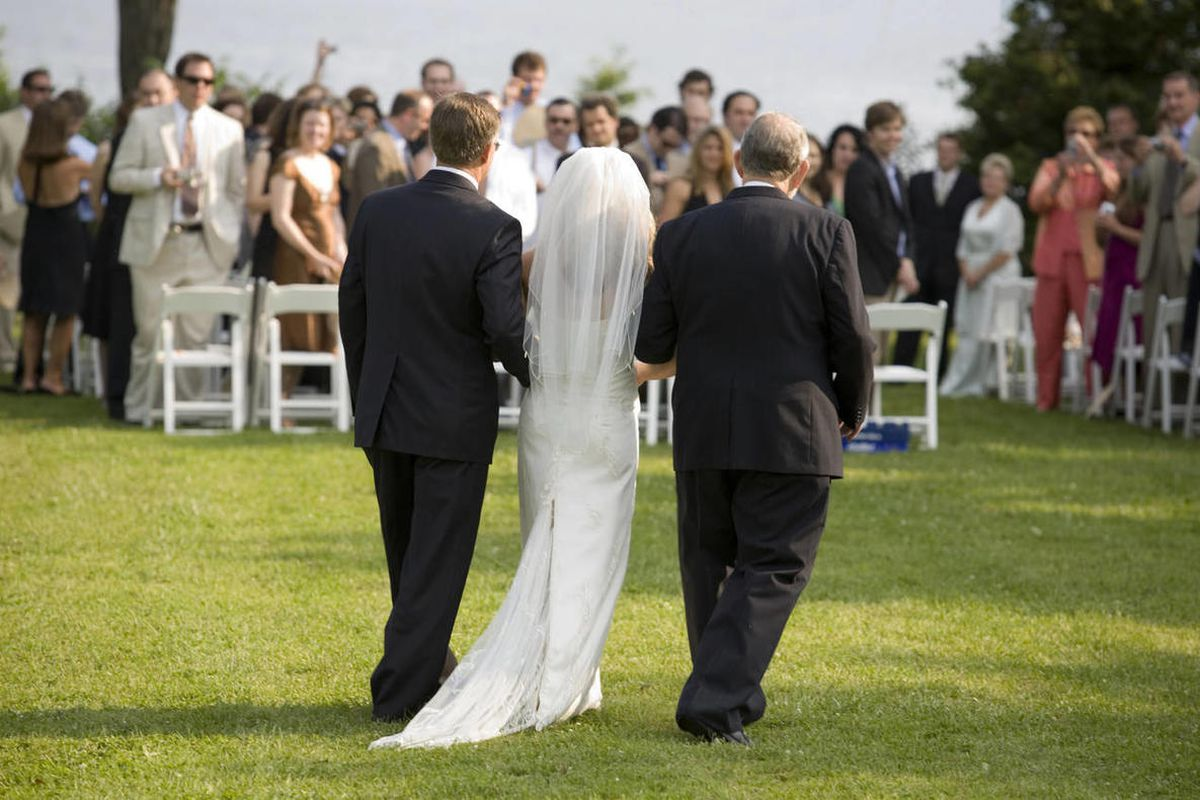 The study finds that couples who have larger wedding parties are more likely to report high-quality marriages