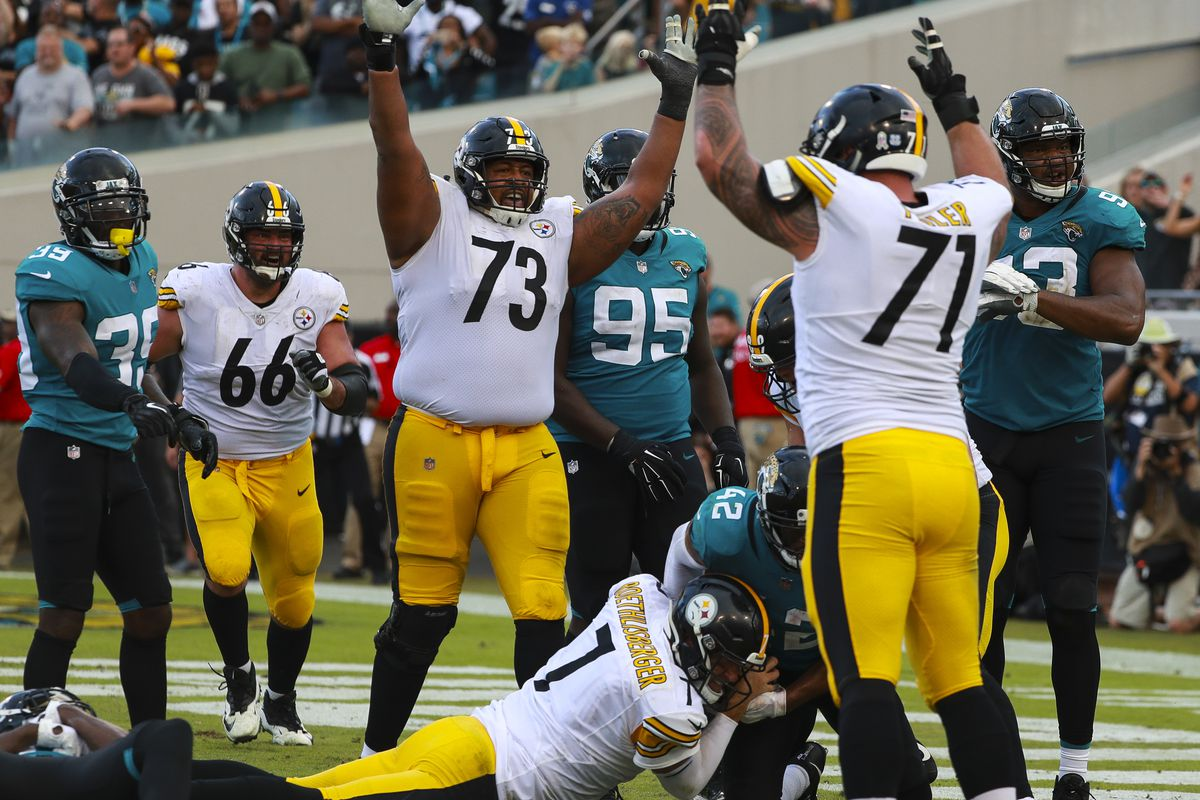 Ben Roethlisberger #7 of the Pittsburgh Steelers dives for the go-ahead touchdown as other Steelers celebrate during the second half against the Jacksonville Jaguars at TIAA Bank Field on November 18, 2018 in Jacksonville, Florida.