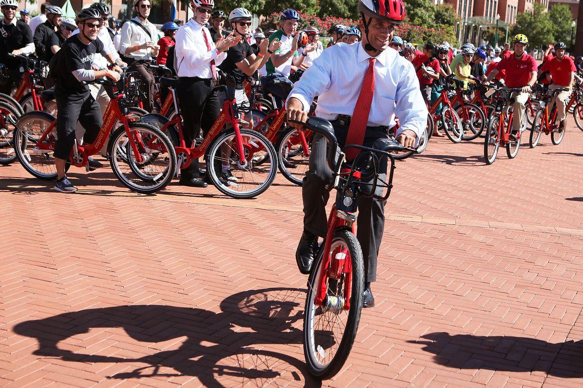 DC Mayor Adrian Fenty Launches Capital Bikeshare Program