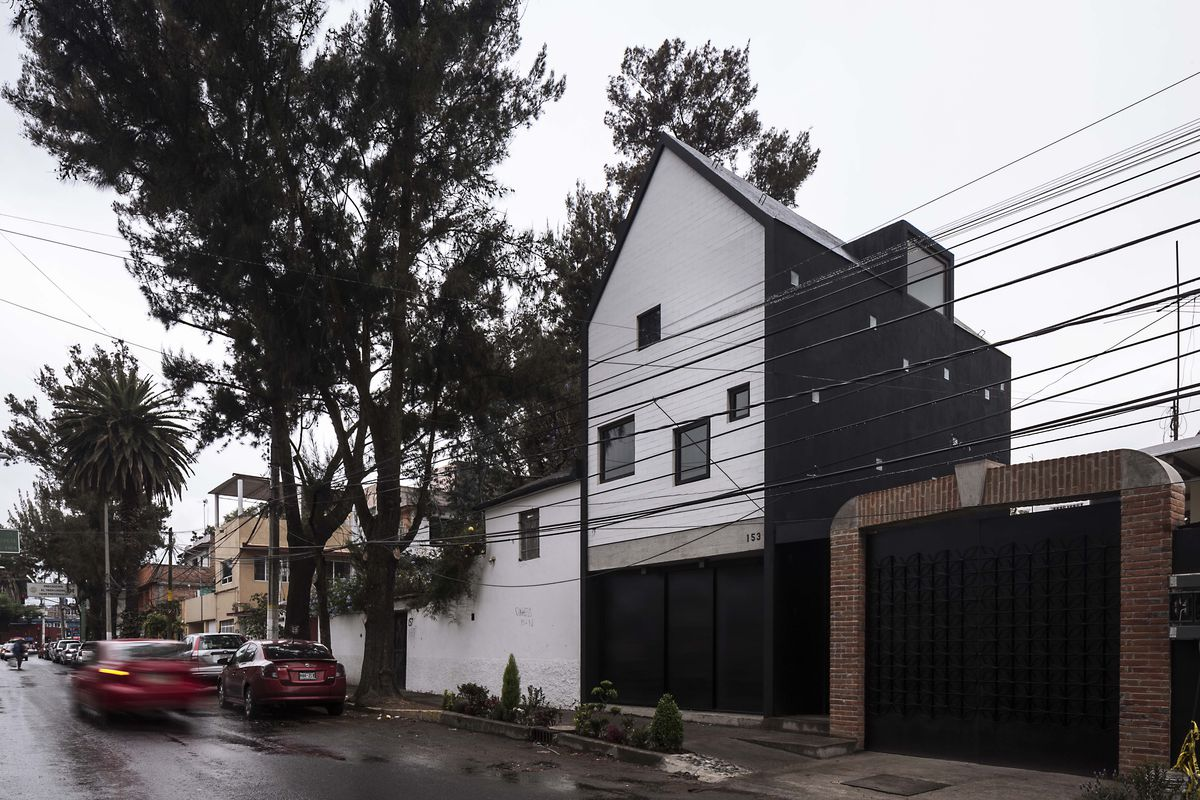 Compact House In Mexico City Makes The Most Of A 380