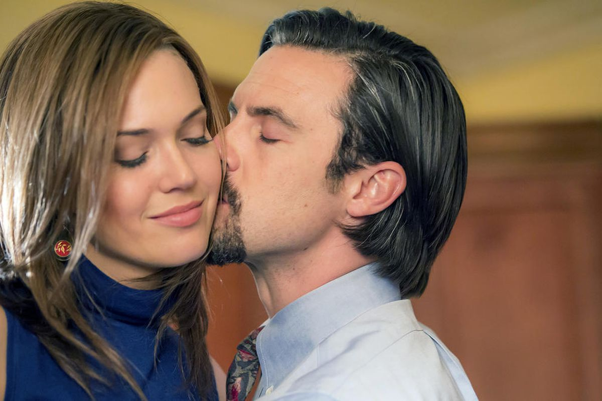 """THIS IS US -- """"The Best Washing Machine in the Whole World """" Episode 107 -- Pictured: (l-r) Mandy Moore as Rebecca, Milo Ventimiglia as Jack -- (Photo by: Ron Batzdorff/NBC)"""