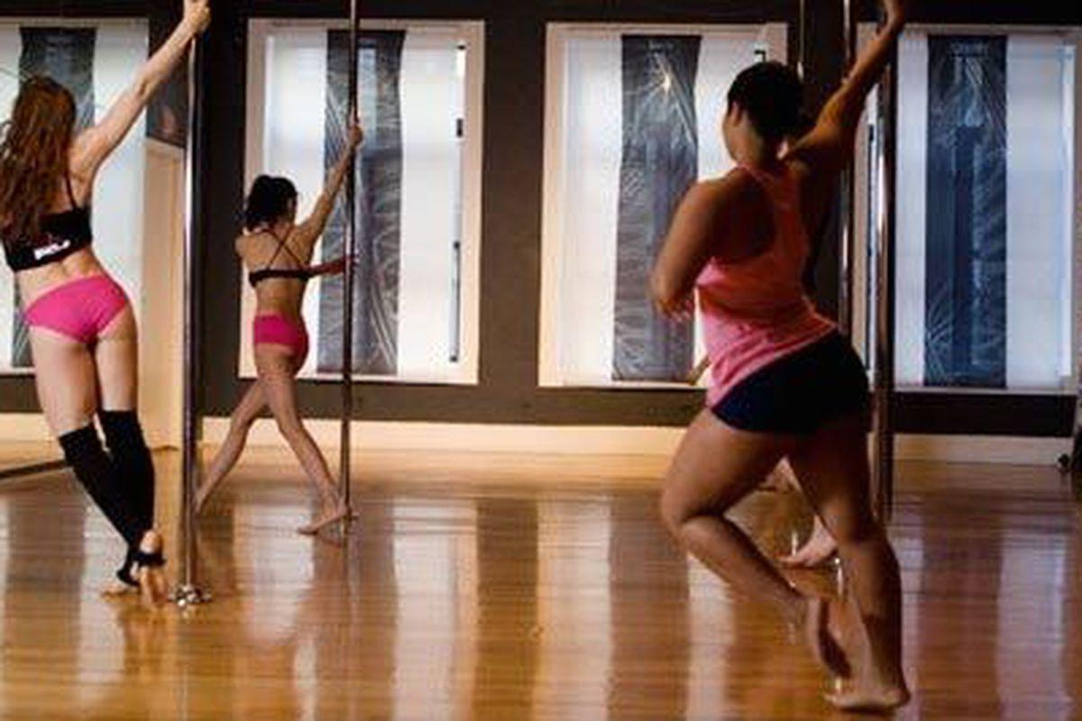 Beginner Pole Dancing Classes