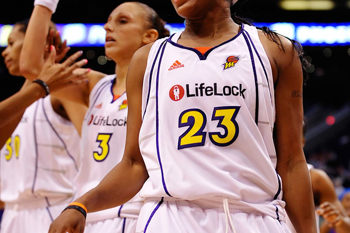 """Phoenix Mercury star Cappie Pondexter celebrates a play against the New York Liberty on June 10th, 2009.via <a href=""""http://www.pshizzy.com/files/WNBA-PHX-NYC-061009/images/039.jpg"""">Max Simbron</a>"""