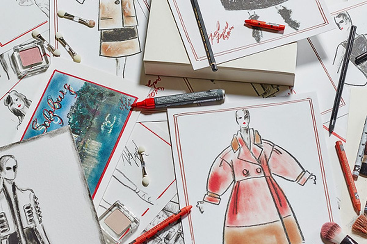 "Photo <a href=""http://www.bundeskunsthalle.de/en/exhibitions/karl-lagerfeld.html"">via</a>"