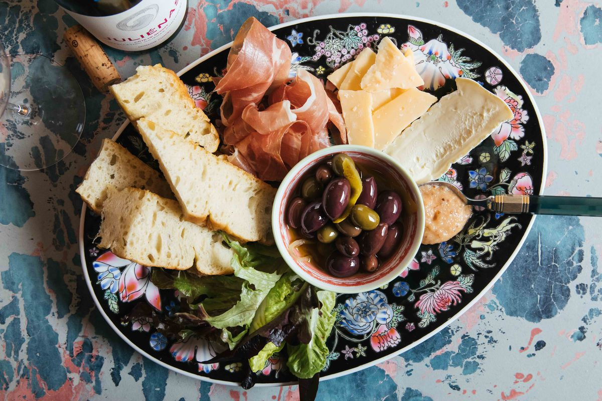A meat and cheese appetizer plate at Niche Niche