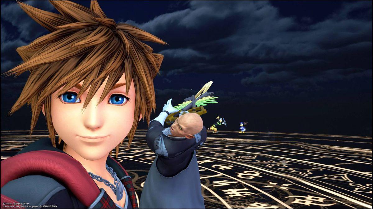 Sora fighting Xehanort