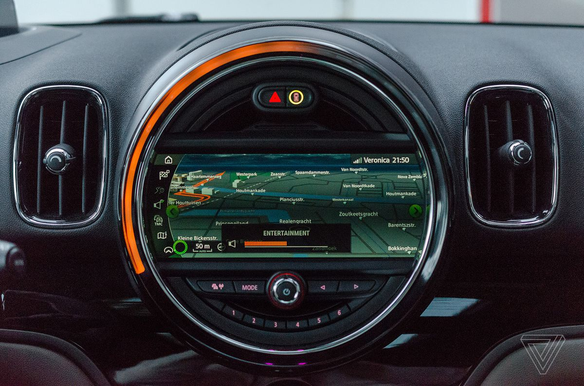 Screendrive mini cooper s countryman is the ultimate 90s gadget note the orange ring matching the volume level buycottarizona Choice Image
