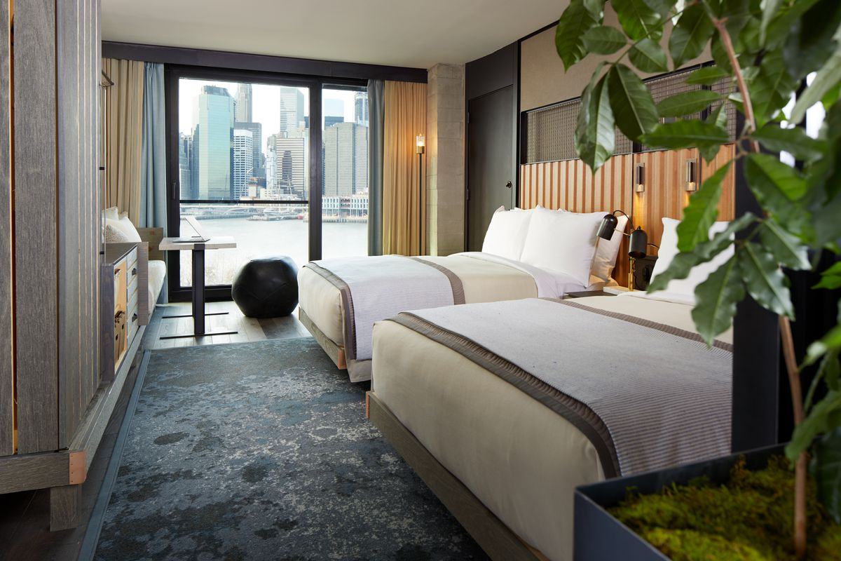 First look inside brooklyn bridge park s debated 1 hotel for Sky design hotel