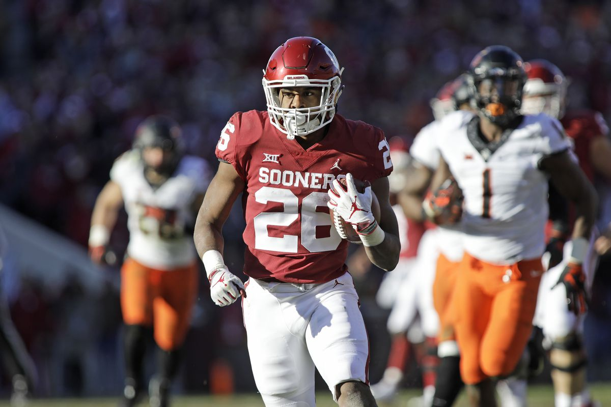 Running back Kennedy Brooks of the Oklahoma Sooners breaks away against the Oklahoma State Cowboys at Gaylord Family Oklahoma Memorial Stadium on November 10, 2018 in Norman, Oklahoma.