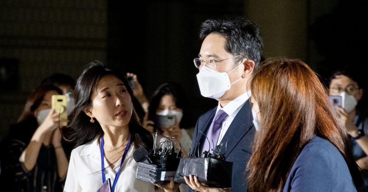 Court denies arrest warrant for Samsung heir thumbnail