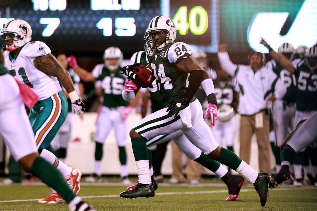Darrelle Revis (24) of the New York Jets runs the ball to score a touchdown against the Miami Dolphins in the first quarter at MetLife Stadium on October 17, 2011 in East Rutherford, New Jersey.  (Photo by Nick Laham/Getty Images)