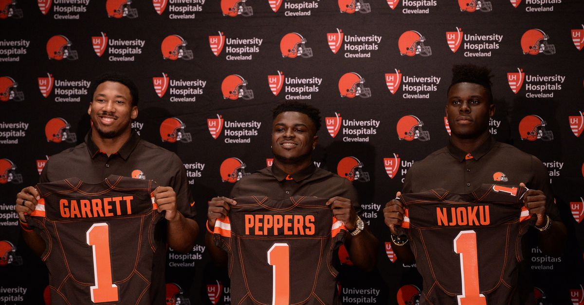 Report: Browns expected to unveil new uniforms on April 15
