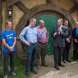 """PM John Key and cast members of The Hobbit. [<a href=""""https://www.facebook.com/photo.php?fbid=10151364575793185&set=a.160961108184.137295.87353428184&type=3&theater"""">Photo</a>]"""