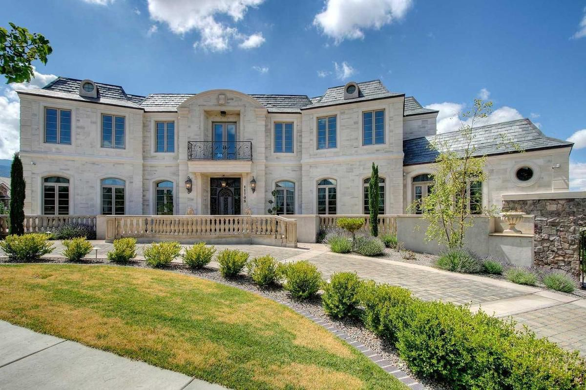 Thus undated photo provided by Doug Aurand shows the 6,800-square-foot mansion where alleged Ponzi schemer Doug Vaughan lived alone in luxury from 2006 to earlier this year. Federal prosecutors have reneged on two key terms of a plea deal for Ponzi scheme