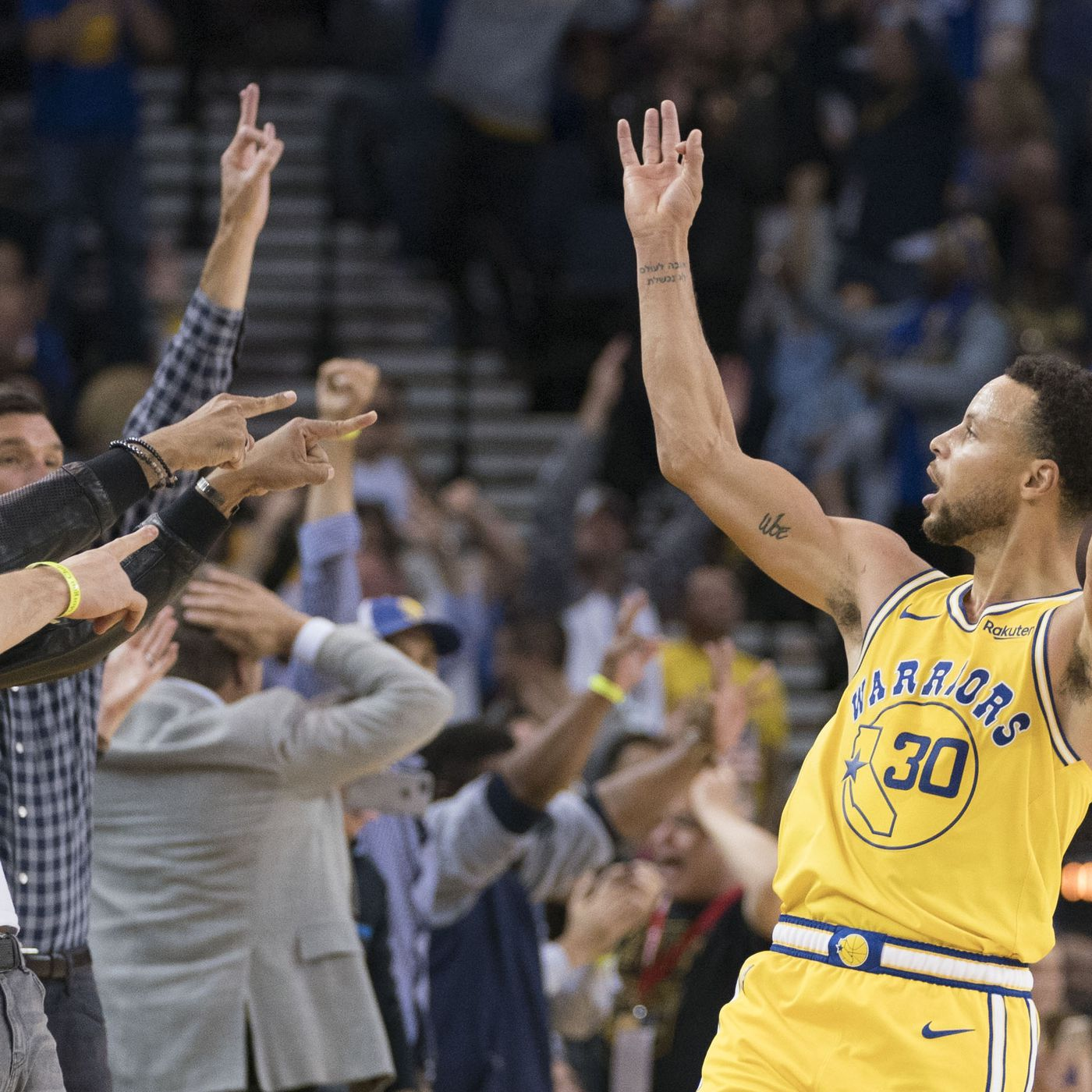 afdffe80a780 Warriors Breakdown  A simple appreciation of Steph Curry s threes - Golden  State Of Mind