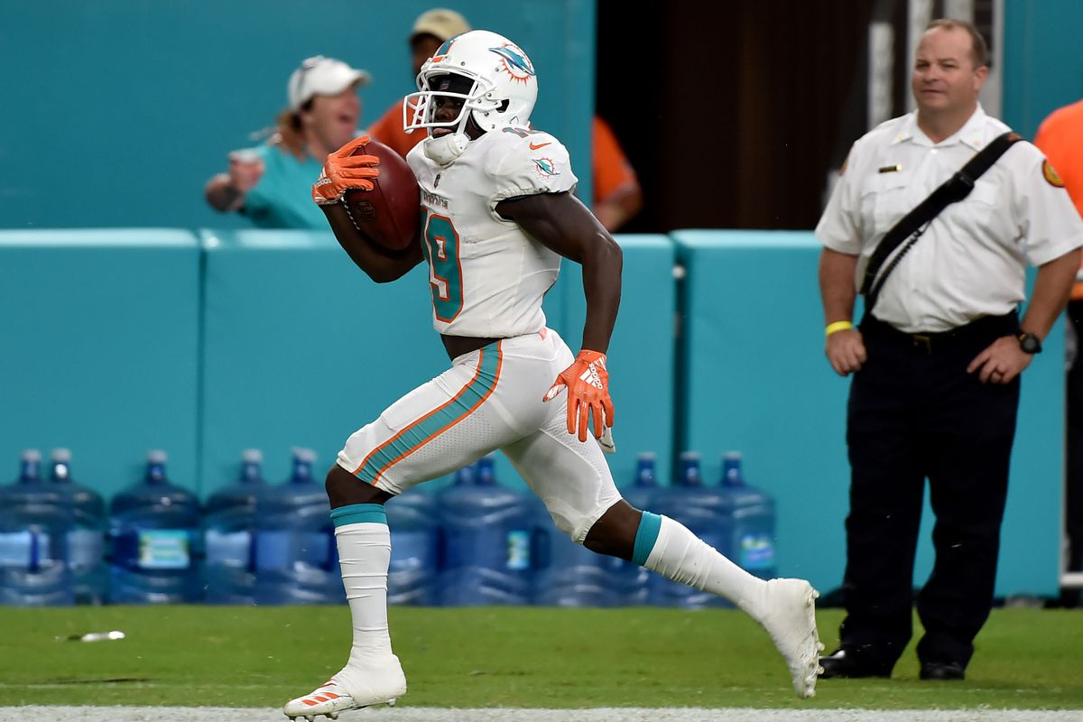 Miami Dolphins: Jakeem Grant signs extension, Flores vs. Stills, and the QB competition