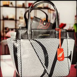 """<a href=""""http://instagram.com/p/bjSnw-g9Q9/"""">@dvf</a>: """"Classic On the Go Tote in the signature chain link print."""""""